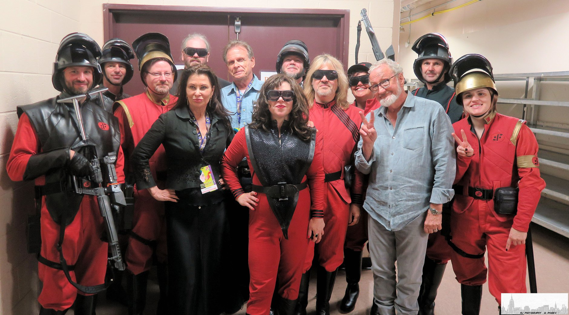 Robert Englund, Jane Badler, and Marc Singer with the CT-V: Connecticut Mothership and other members of Visitor Fleet!